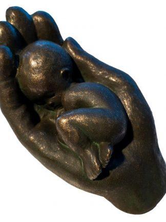 Barn i hånd | Bronse